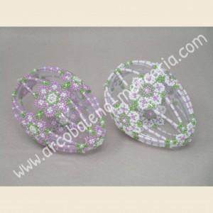530 Due uova con coroncine di fiori