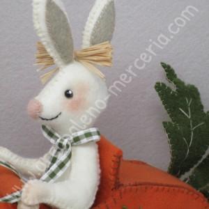 Carota mobile con coniglio